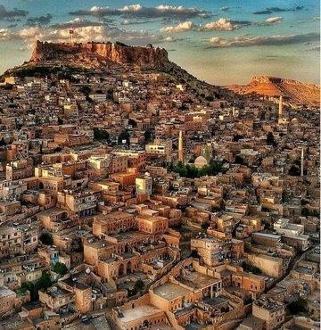 Tarihi boyunca birçok medeniyetin önemli yerleşim merkezlerinden Mardin
