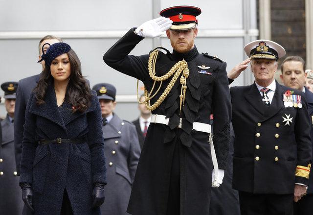 """""""SAYGISIZLIK"""" Prens Harry ve Meghan Markle Kraliyet Ailesi'ne saygısızlık mı yaptı?"""