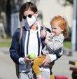 Meslektaşı Jamie Bell ile mutlu bir evlilik sürdüren oyuncu Kate Mara, önceki gün kızı ile birlikte Los Angeles