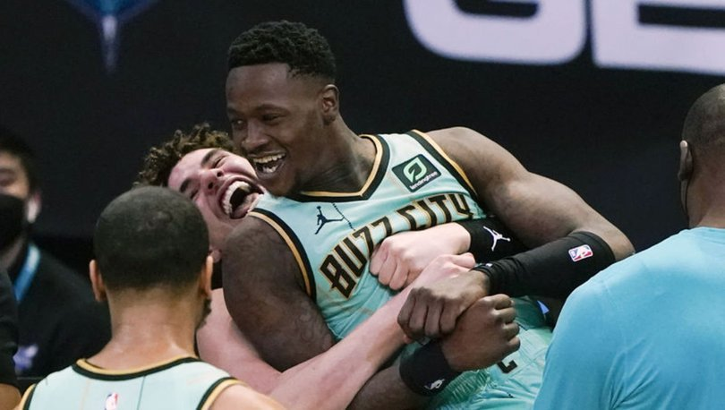 NBA'de Hornets, Warriors'ı son saniyede mağlup etti