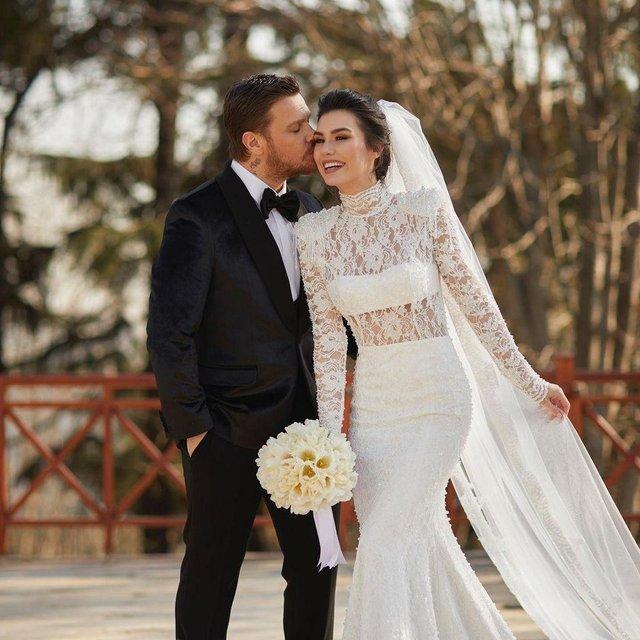 Son dakika: Sinan Akçıl Burcu Kıratlı 2. kez evlendi! Burcu Kıratlı hamile mi?