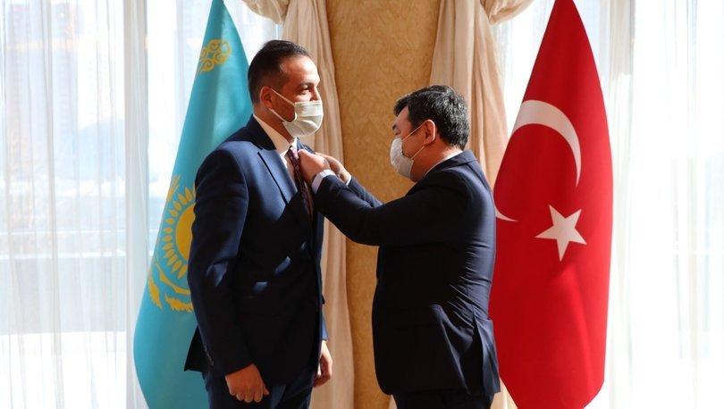 Habertürk yazarı Kürşad Zorlu'ya Türk Akademisi'nden madalya verildi