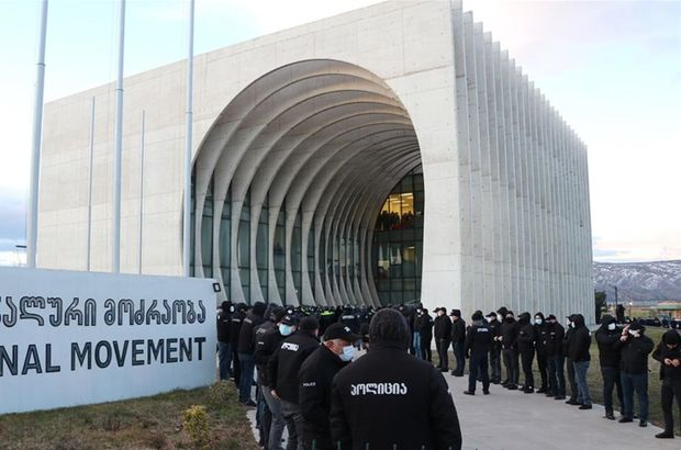 Gürcistan'da ana muhalefet liderine yüzlerce polisle operasyon!