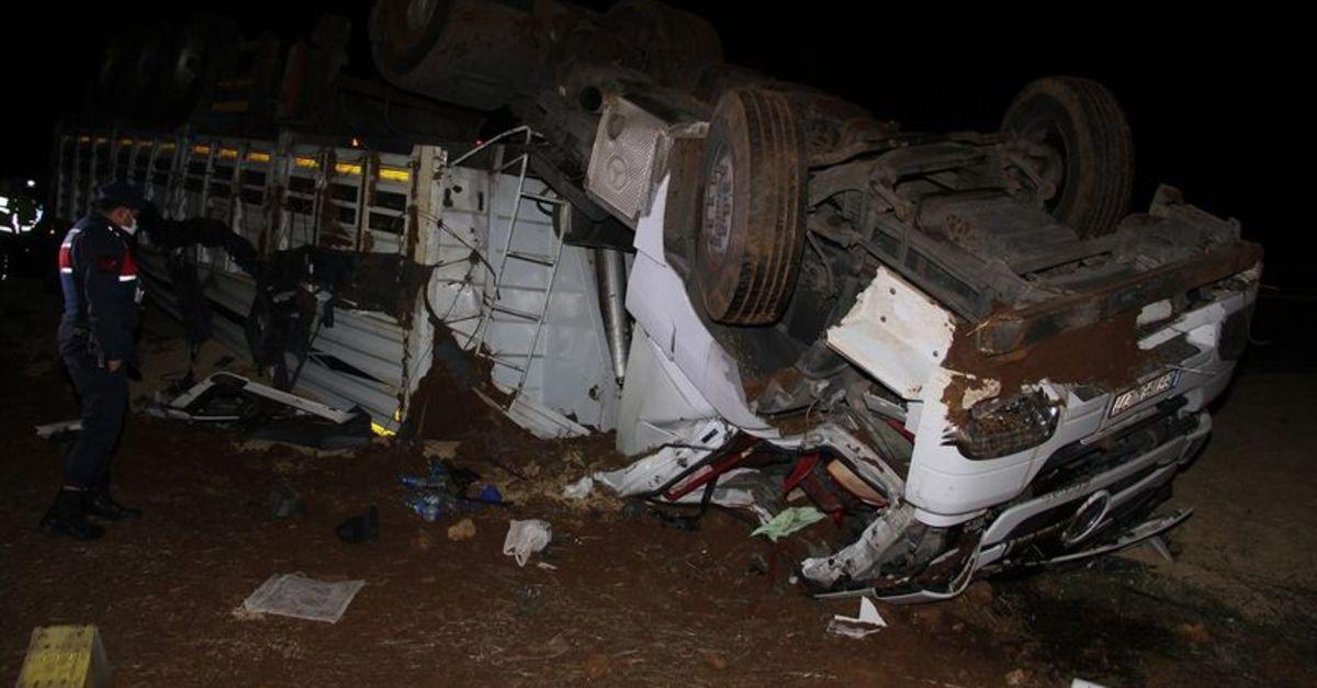 Manisa'da TIR kazası: 2 kişi ağır yaralandı