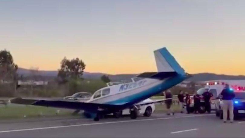 SON DAKİKA: ABD'de teknik arıza nedeniyle otoyola iniş yapan uçak seyir halindeki araca çarptı! - Haberler
