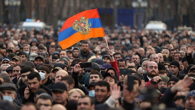 İran'dan, Ermenistan'da taraflara