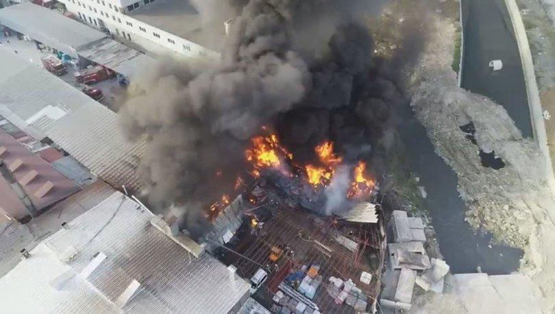 Halkalı'da çıkan yangın saatler süren çalışmaların ardından söndürüldü