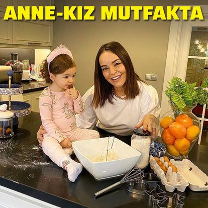 Anne-kız mutfakta