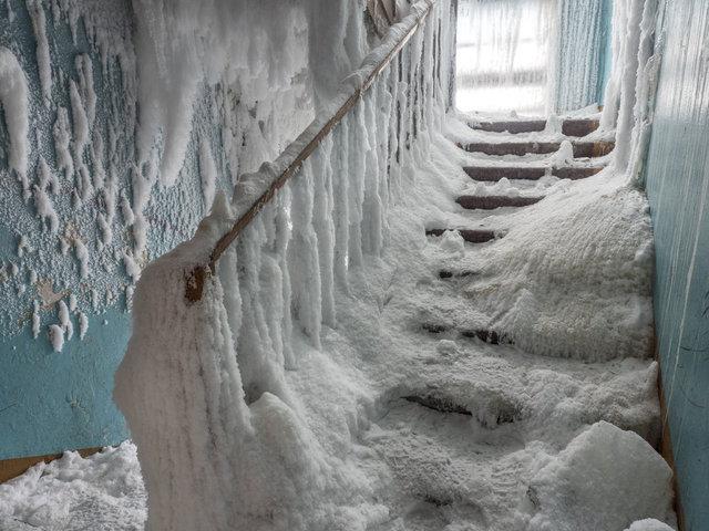 Her şeyi bırakıp kaçtılar... Adeta buz kent! - Haberler