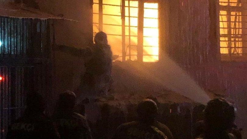 Kahramanmaraş'ta bir ev alev alev yandı: Evli çift yaralandı