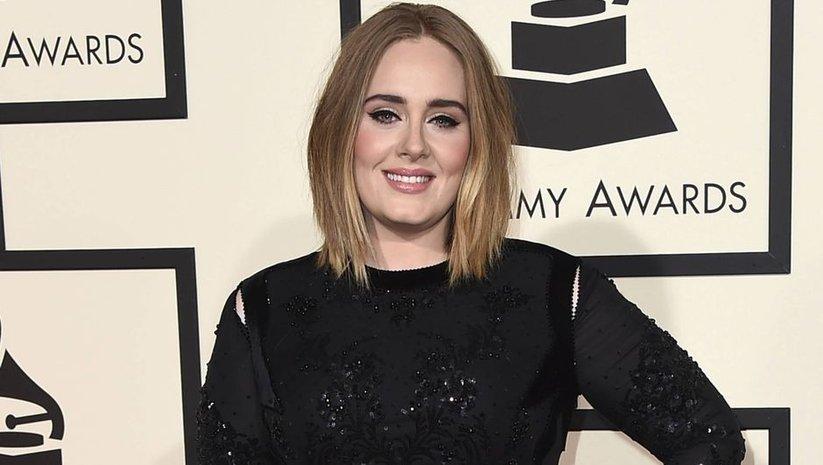 Adele artık resmen bekar!