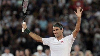 Federer kortlara galibiyetle döndü