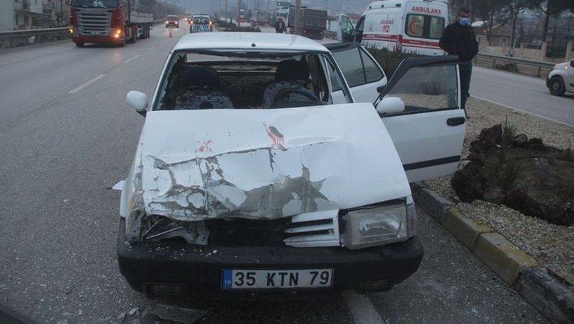 Otomobil, TIR'a çarptı: 5 yaralı