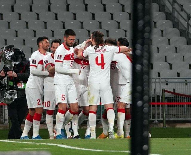 TÜRKLER GELİYOR! Türkiye Hollanda maçı son dakika yorumları