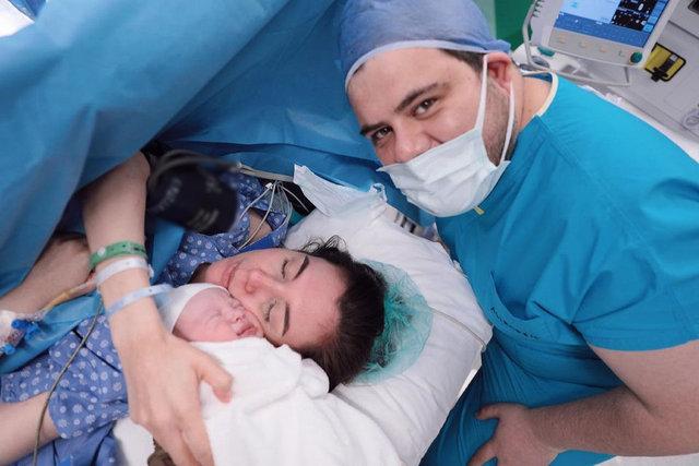 """""""3 ESER"""" Son dakika: Berfu Yenenler'den doğum sonrası ilk paylaşım"""