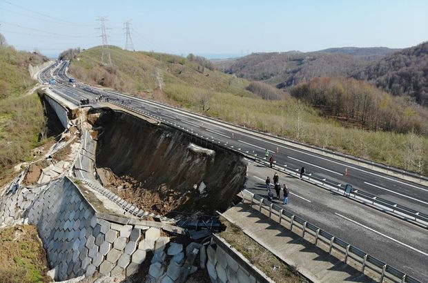 Düzce-Zonguldak karayolu kapandı! Heyelan!