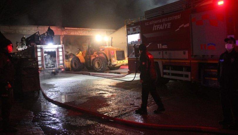 Kütahya'daki ambalaj deposunda çıkan yangın 3 saatte söndürüldü
