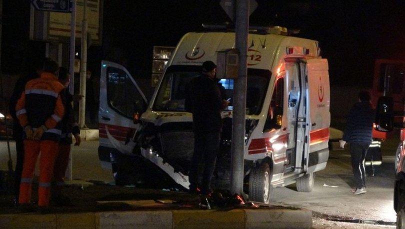 Çorum'da ambulans ile otomobil çarpıştı: Yaralılar var