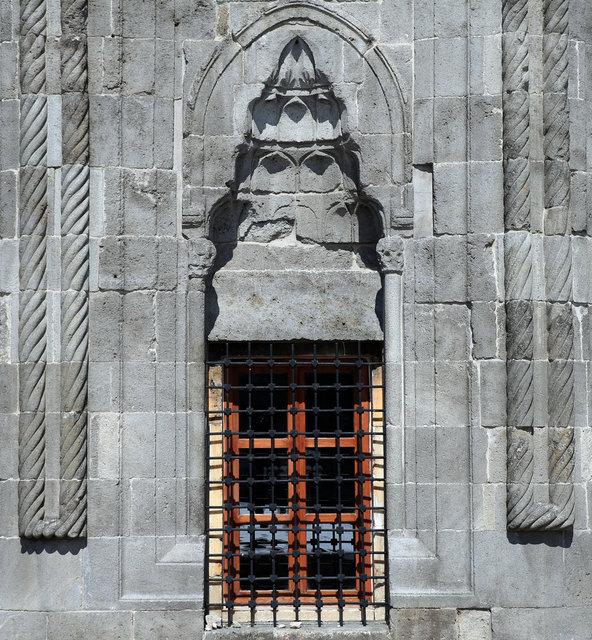Erzurum yüzlerce yıllık yapılarıyla ziyaretçilerini tarihi yolculuğa çıkarıyor