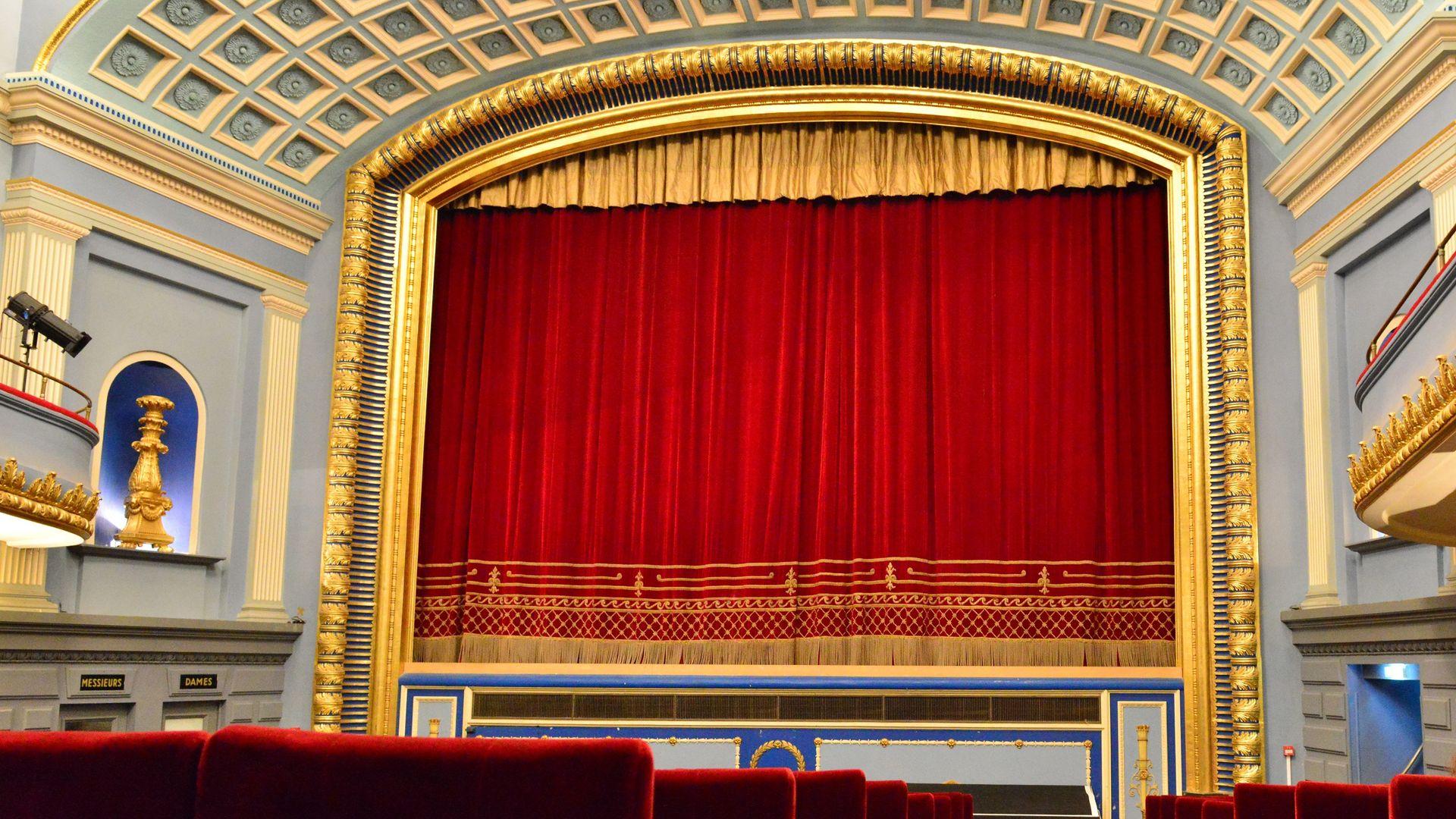 Sinema salonlarının açılması 12 Mayıs'a uzatıldı