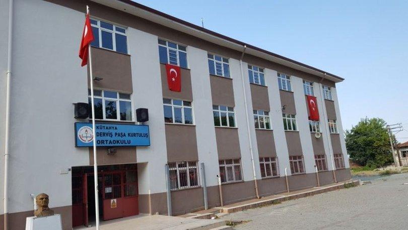 Kütahya'da bir okulda Kovid-19 tedbirleri kapsamında yüz yüze eğitime ara verildi