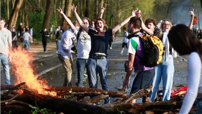 Belçika'da '1 Nisan şakası' kontrolden çıktı, parkta toplanan binlerce kişiye polis müdahale etti