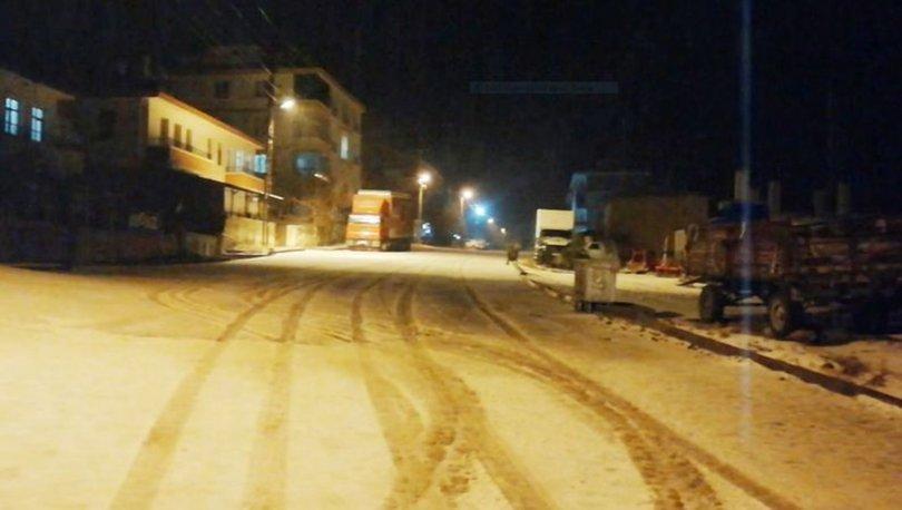 Aksaray'da kar sürprizi: Güzelyurt beyaza büründü