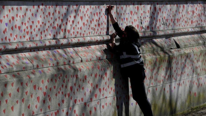 SON DAKİKA: Londra'da Ulusal Koronavirüs Anıt Duvarı: 150 bin kalp hayatını kaybedenler için çizildi!