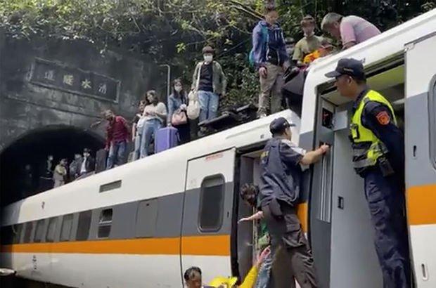 Tayvan'da tren kazası: 48 ölü!