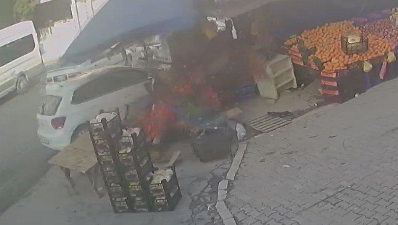 FECİ ANLAR | Son dakika: Otomobil kadınlara çarpıp manava girdi! - Haberler