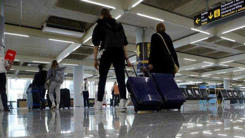 Covid: Times gazetesi, İngiltere hükümetinin uluslararası seyahat için ülkeleri üç gruba ayıracağını yazdı