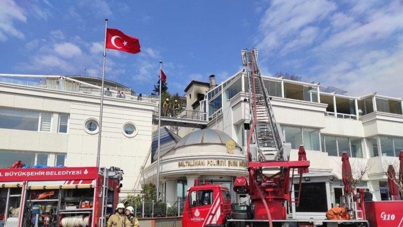 Baltalimanı Polis Evi'nin çatısında yangın - Haberler