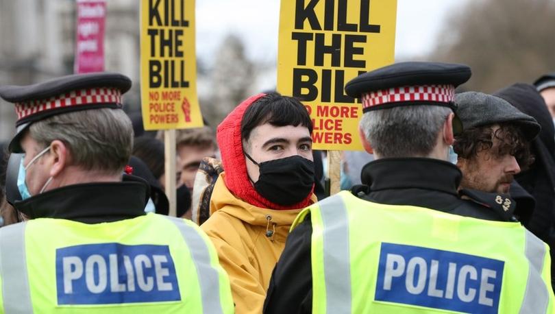 İngiltere'de 'protesto hakkını kısıtlayacak' yasa tasarısına karşı protesto gösterisi düzenlendi