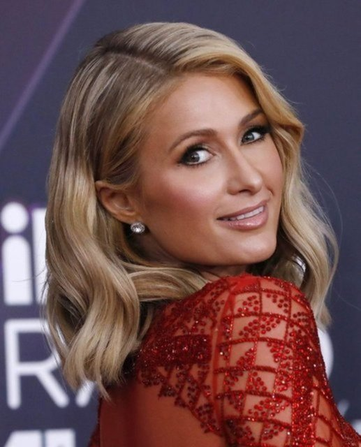 Paris Hilton: Nişanlım beni ben olduğum için seviyor - Magazin haberleri