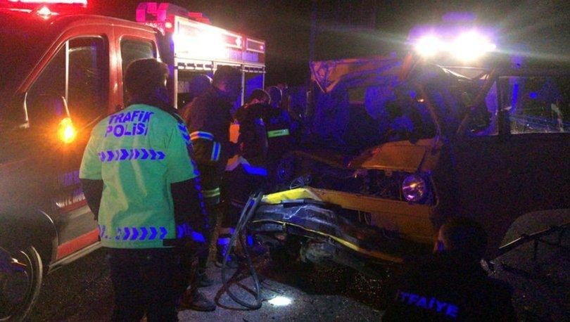 Afyonkarahisar'da minibüs ile kamyon çarpıştı: 1 ölü, 2 yaralı