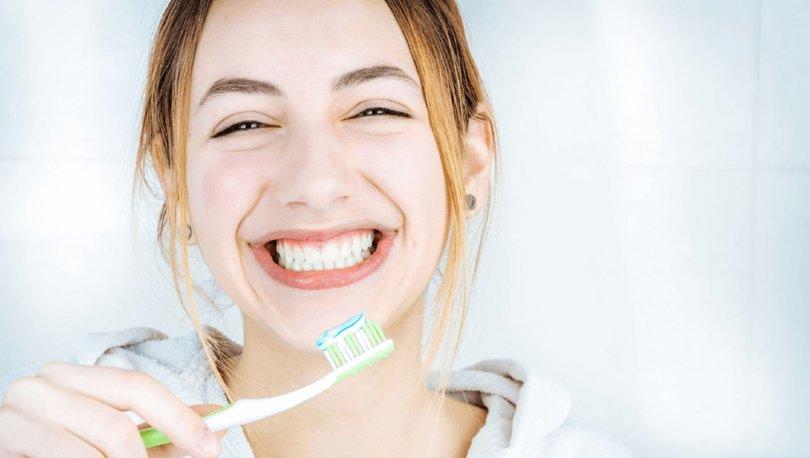 Diş fırçalamak orucu bozar mı? DİYANET FETVASI: Oruçluyken diş fırçalanır mı, diş macunu orucu bozar mı?