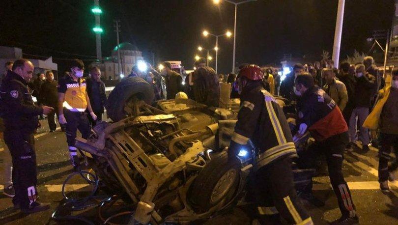 Manisa'da iki otomobil çarpıştı: 2 ölü, 4 yaralı