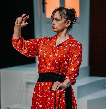 Nisan ayında DasDas Online, 'Uyku Nereye Kaçar?', 'Güle Güle Diva!', 'Timsah' ve 'Astro Ay'a Tırmanıyor'un yanı sıra 'Yalnızlar İçin Çok Özel Bir Hizmet' ve 'Westend / Batının Sonu' oyunları ile zengin bir tiyatro seçkisi sunuyor.