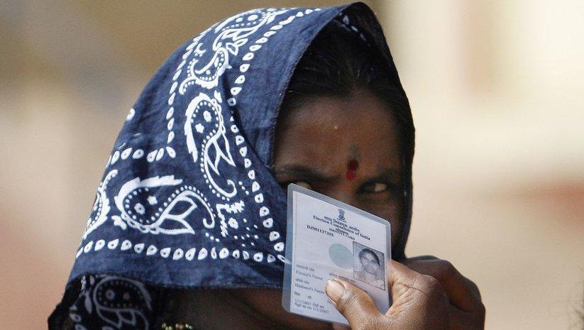 Hindistan'da seçim merkezlerinde beş kişi öldü