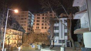 Açelya apartmanının çatısı çöktü: Çalışmalar sabaha kaldı