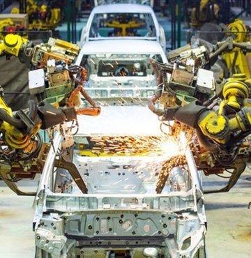 Toplam otomotiv üretimi, yılın ilk 3 ayında toplam üretim bir önceki yılın aynı dönemine göre yüzde 1 artarak 345 bin 619 adet, otomobil üretimi ise yüzde 10 azalarak 211 bin 877 adet oldu.Söz konusu dönemde otomotiv ihracatı adet bazında yüzde 6 düşerek 261 bin 109 adet olarak gerçekleşti.Otomotiv pazarı, bu yılın ilk çeyreğinde 2020