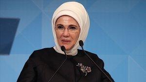Emine Erdoğan Van Gölü için oy kullandı