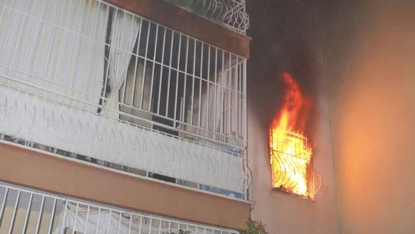 Antalya'da ev alev aldı, yaşlı adamı komşusu kurtardı