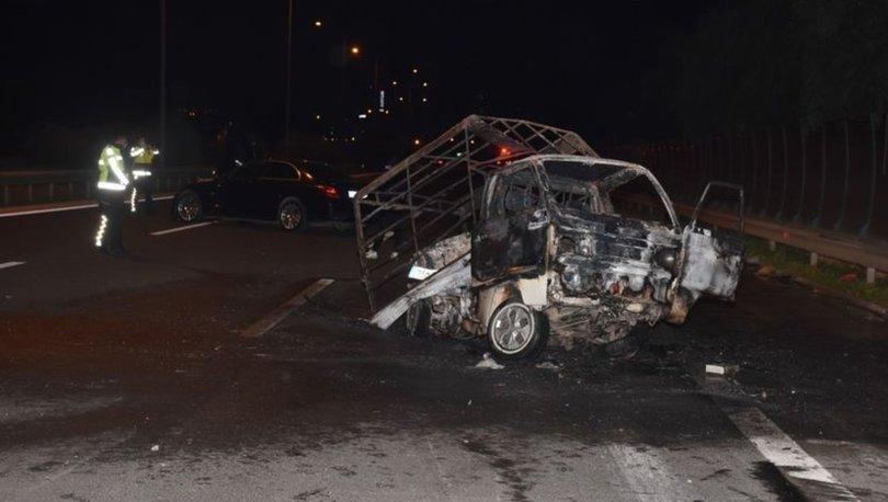 İzmir'de otomobil kamyonete çarptı: 1'i ağır 2 yaralı