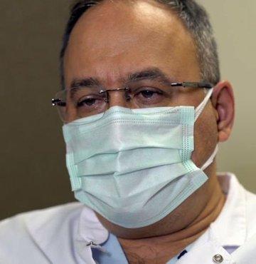 Türkiye'de Covid-19'a yakalanan ilk hekimlerden biri olan Prof. Dr. Bülent Tutluoğlu, Habertürk Tv'de yayınlanan Hayat Yeniden Sıra Dışı Vakalar programına konuk oldu. Tecrübeli Göğüs Cerrahı, tam iki kez virüse yakalanıp ölümden döndüğünü anlattı