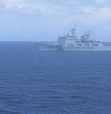 Çin bandıralı iki sahil güvenlik gemisinin, Doğu Çin Denizi