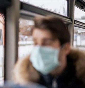 Koronavirüs önlemleri kapsamında son dakika kararları alınmaya devam ediyor. 13 Nisan kabine toplantısı sonrası yeni kararlar alındı. Cumhurbaşkanı Erdoğan, büyük bir merakla araştırılan 18 yaş altı ve 65 yaş üstü için toplu taşıma yasaklandı mı sorusunun cevabını yanıtladı...