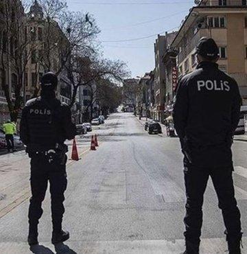 Koronavirüs önlemleri dolayısıyla sokağa çıkma kısıtlaması ile ilgili tüm ülkede geçerli olacak oldukça önemli yeni kararlar alındı. Cumhurbaşkanı Erdoğan, milyonlarca vatandaşımızın merakla beklediği kararları açıkladı. Peki yasaklar ne zaman saat kaçta başlıyor?