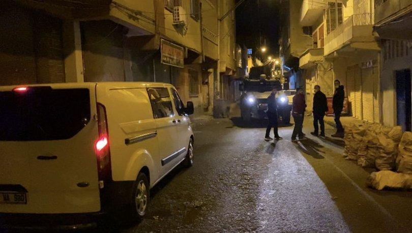 Diyarbakır'da uyuşturucu satıcıları sokak ortasında çatıştı: 2 yaralı