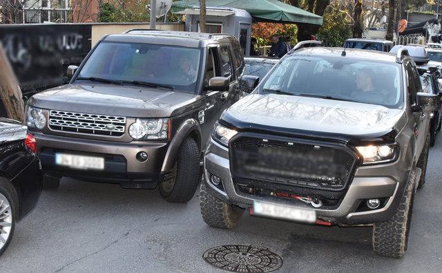 Pınar Altuğ ile Yağmur Atacan, ayrı otomobillerle Etiler'de - Magazin haberleri